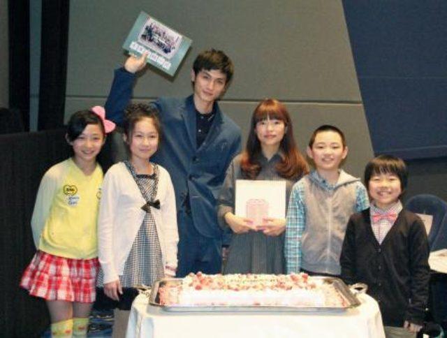 画像: 「そこのみにて光輝く」の呉監督の最新作、全国初上映。主演の高良健吾とともにロケ地の北海道小樽市にて。