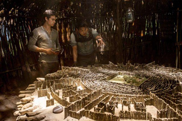 画像: 巨大迷路からの脱出図る記憶喪失の若者たち---映画『メイズ・ランナー』。
