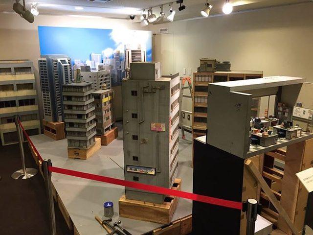 画像3: 京都文化博物館フィルムシアター、ヨリ道ノススメ。ウルトラマンで使われた特撮セットを、3月22日まで展示中!
