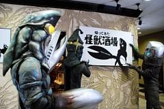 画像: 張り切るバルタン星人店長 - (C)円谷プロ