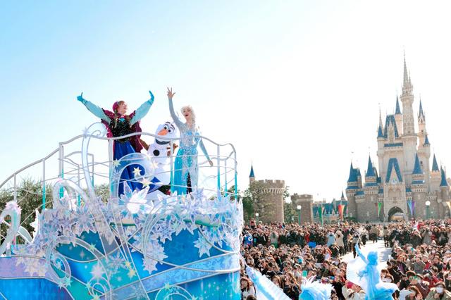 画像: 映画「アナと雪の女王」をテーマにしたディズニーランドでのイベント「アナとエルサのフローズンファンタジー」は、想定を上回る集客効果を発揮した=オリエンタルランド提供