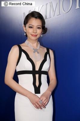 画像1: 新妻で、妊娠3カ月のビビアン・スー、嘔吐を繰り返し緊急入院、点滴受ける―台湾メディア