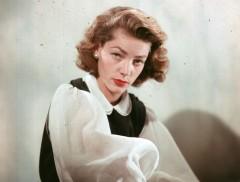 画像: 死後も人気を誇り続ける故ローレン・バコールさん(写真は1951年撮影)