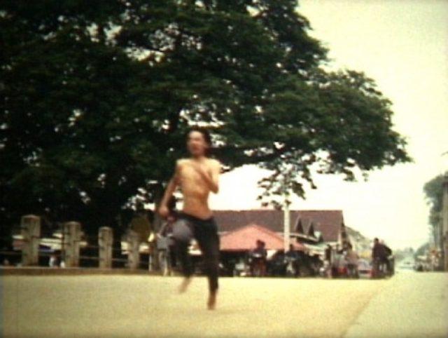 画像: 『極東のマンション』 2003、32分、8mm、カラー ※今回はDVDでの上映になります 構成・撮影・編集:真利子哲也 上映協力:真利子哲也 http://www.parasophia.jp/events/2015_cinema_alexander_zahlten/
