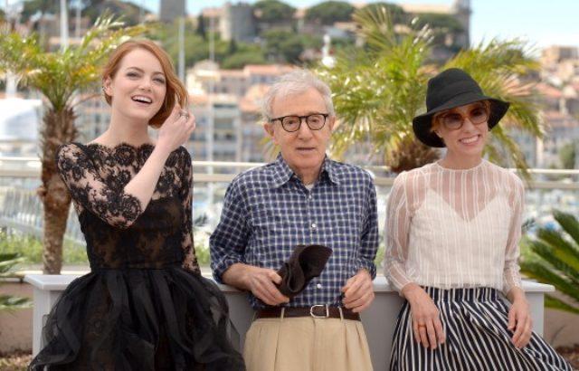 画像: 左からエマ・ストーン、ウディ・アレン監督、パーカー・ポージー - 第68回カンヌ国際映画祭にて - Dominique Charriau / WireImage / Getty Images http://www.cinematoday.jp/page/N0073273