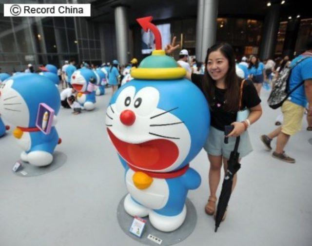 画像: 1日、映画「STAND BY ME ドラえもん」の上映4日間の興行収入が約47億5000万円となり、中国本土で上映された日本映画の記録を更新した。写真は14年、成都の「ドラえもんの秘密道具展示会」。 http://www.recordchina.co.jp/a110388.html