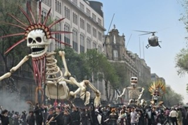 """画像: 『007』新作、オープニングでメキシコ""""死者の日""""完全再現! 撮影の様子公開"""