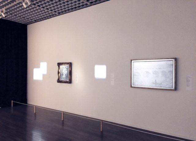 画像: 左手と中央の四角がただの照明の光です。「No Museum, No Life? ―これからの美術館事典 国立美術館コレクションによる展覧会」@東京国立近代美術館  ©cinefil.asia