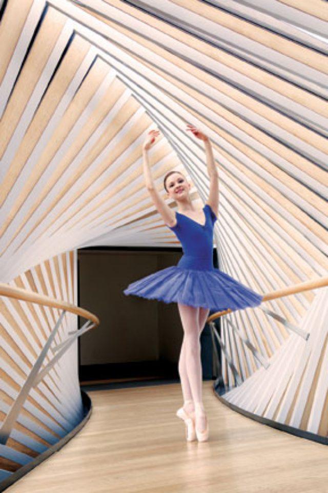 画像: 「The Bridge of Aspiration」のインテリア。このスペースは借りることが出来ます。 www.royalballetschool.org.uk
