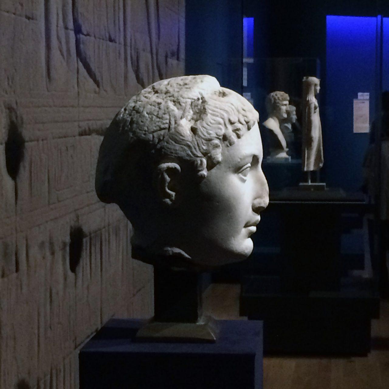 画像: 「クレオパトラ」近年クレオパトラ像として指摘された作品です。ギリシア様式の特徴をもっています。 出土地不詳 プトレマイオス朝時代(前1世紀中頃) トリノ古代博物館(イタリア)所蔵  (C)cinefil art review