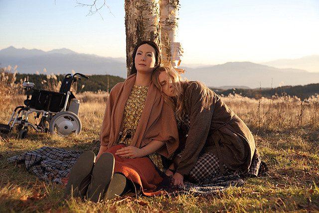 画像: 本物のアンドロイドと人間が共演 平田オリザのロボット演劇「さようなら」が映画化 : 映画ニュース - 映画.com