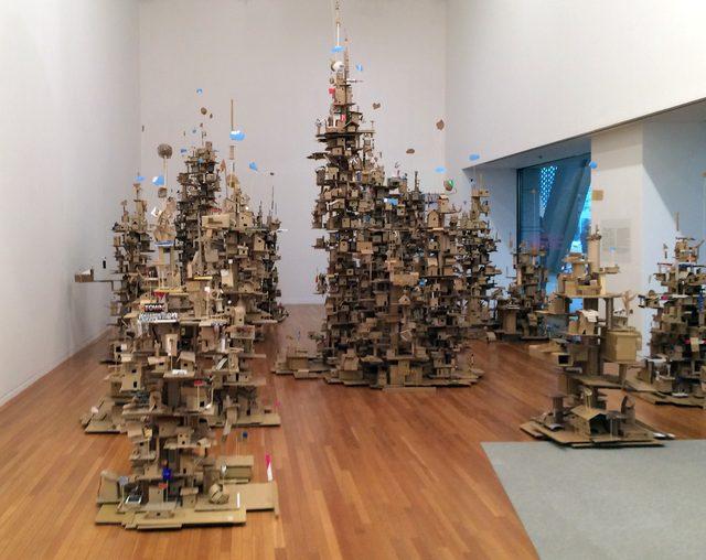 画像: 展示空間には、たくさんのタワー(C)cinefil art review