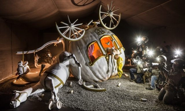 画像2: http://www.theguardian.com/artanddesign/2015/aug/20/banksy-dismaland-amusements-anarchism-weston-super-mare
