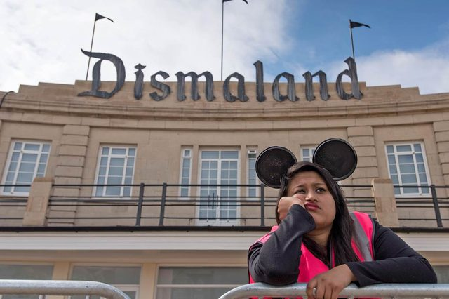 画像: 'Welcome to Dismaland': Banksy's Strange Theme Park