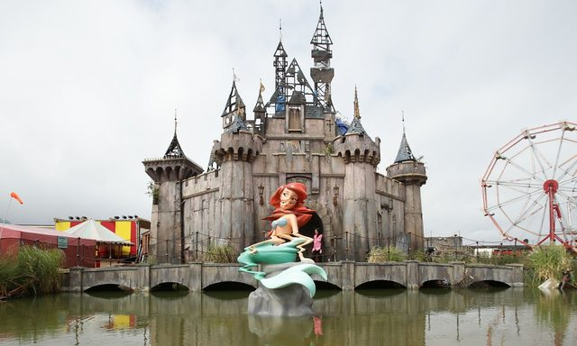 画像: Banksy's Dismaland: 'amusements and anarchism' in artist's biggest project yet