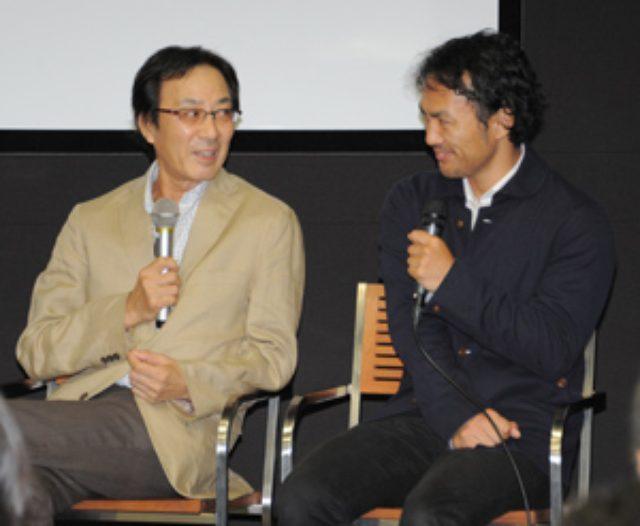 画像: トークショーで阪東妻三郎さんについて語る四男の亮さん(左)と孫の幸士さん親子=24日、都内【時事通信社】