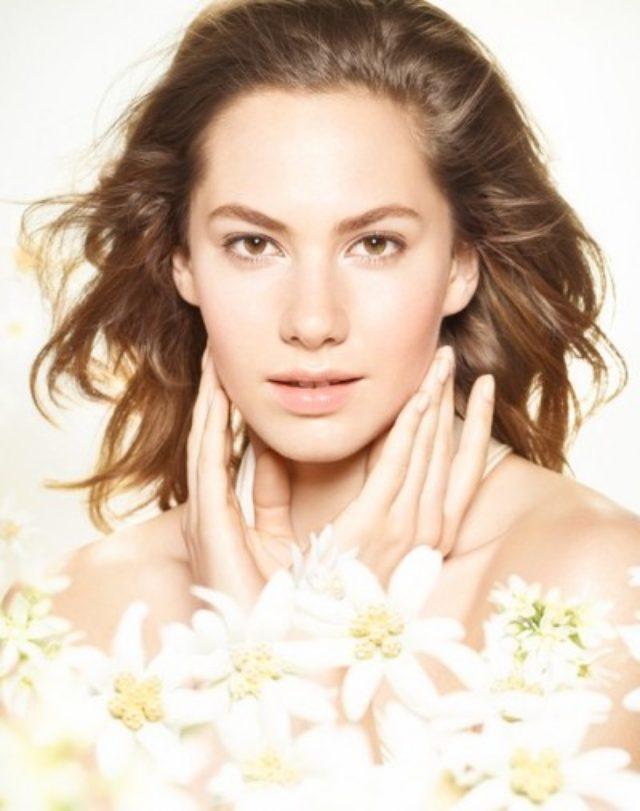 画像: A・ヘプバーン孫娘で世界が注目するエマ・ファーラー---KOSE化粧品ブランドの新ミューズに決定!
