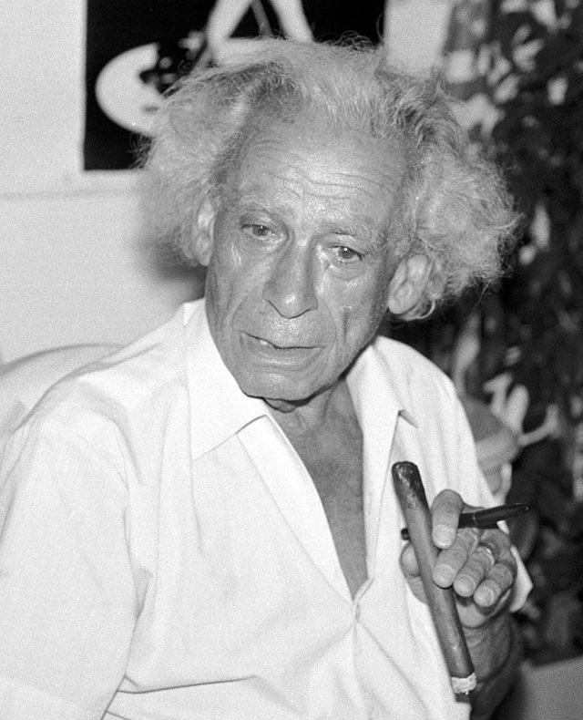 画像: Le cinéaste américain Samuel Fuller à Deauville (Normandie, France) en 1987. wikipedia