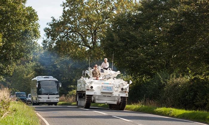 画像: En route through the Oxfordshire countryside Photograph: REX Shutterstock http://www.theguardian.com/environment/gallery/2015/sep/11/vivienne-westwood-takes-the-fracking-debate-to-cameron-in-pictures