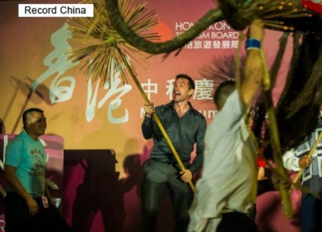 画像: ヒュー・ジャックマンが香港でドラゴンダンス!中秋節の伝統行事でパフォーマンス―香港 - エキサイトニュース