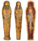画像: アメンエムペルムウトの彩色木棺(蓋)、アメンエムペルムウトのミイラ・カバー、アメンエムペルムウトの彩色木棺(本体)  第3中間期 第21王朝(前1069~945年)  国立カイロ博物館蔵