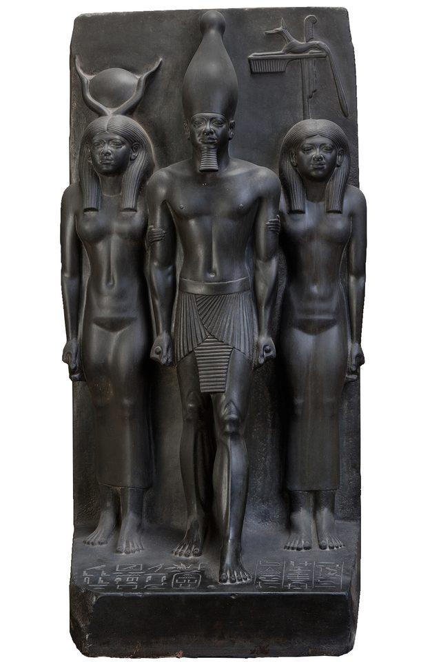 画像: メンカウラー王のトリアード  古王国時代 第4王朝(前2532~2503年)  国立カイロ博物館蔵