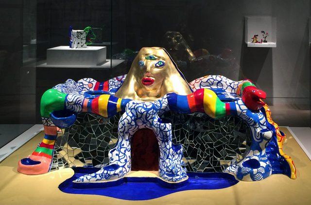 画像: ニキ美術館のための模型 1989年 ビ ニ ー ル 塗 料 、金 箔 、鏡 、ポ リ エ ス テ ル 40 × 93 × 80 cm Yoko増田静江コレクション photo©cinefil