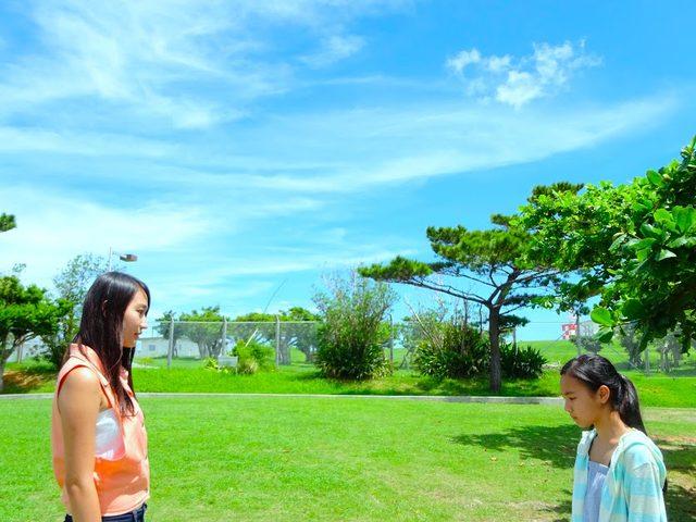 画像2: 沖縄の若者の純粋な思いを世界へ---。 青く輝く海だって、壮大に広がる基地だって、 僕らにとっては「いつもの沖縄」。 基地は問題なのか。なにが「正義」なのか。「平和」とは、「犠牲」の上でしか成り立たないのか――。
