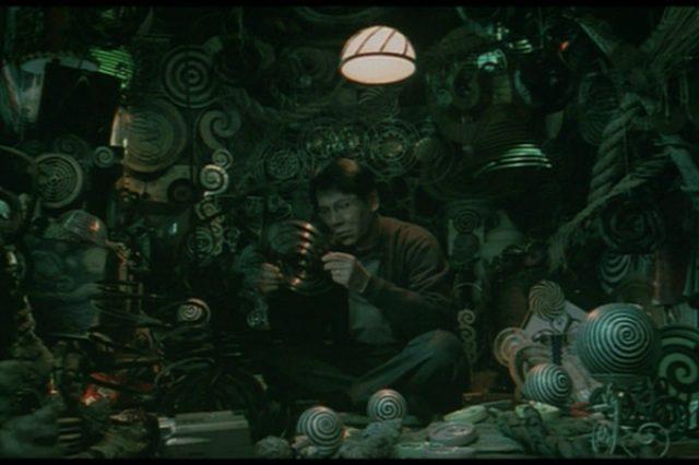 画像: 1. Uzumaki (2000)