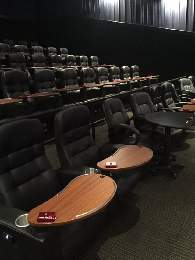 画像: http://www.yelp.co.jp/biz/studio-movie-grill-rocklin-2