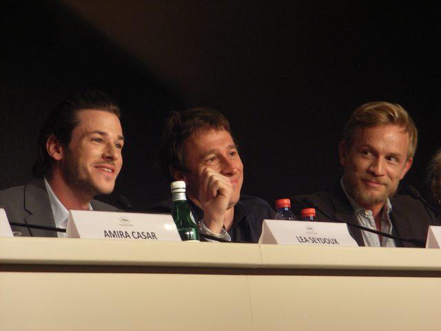 画像: カンヌの会見。左からギャスパー・ウリエル、ベルトラン・ボネロ監督、ジェレミー・レニエ。 Photo by Yoko KIKKA