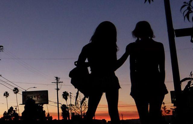 画像: http://www.ioncinema.com/reviews/tangerine-review