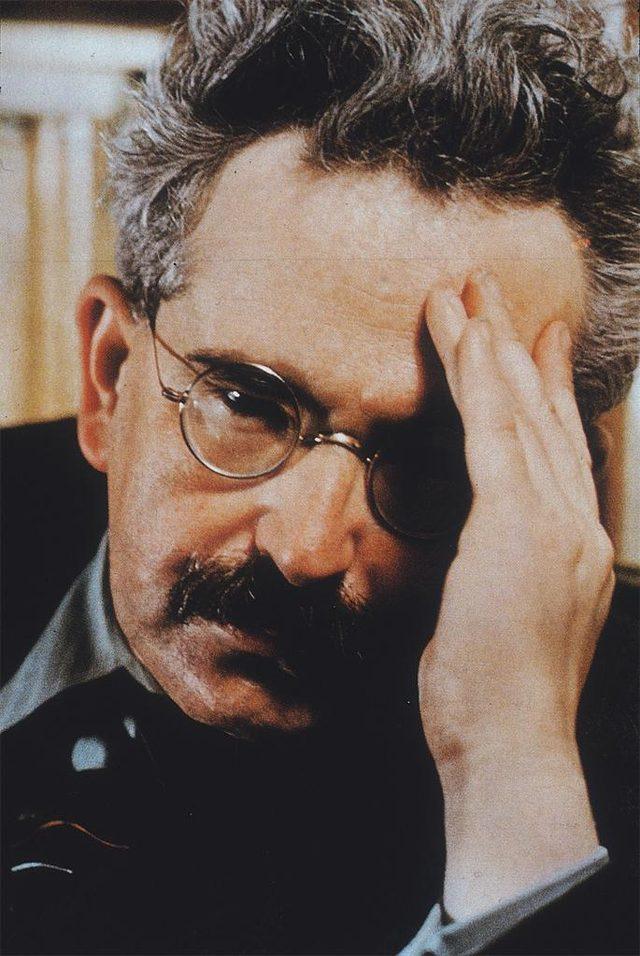 画像: ヴァルター・ベンヤミン http://libguides.wustl.edu/walterbenjamin