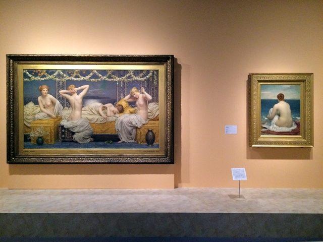 画像: 左:アルバート・ジョゼフ・ムーア 《夏の夜》 1890年に最初の出品 油彩・カンヴァス © Courtesy National Museums Liverpool, Walker Art Gallery 右:フレデリック・レイトン 《プサマテー》 1879-80年 油彩・カンヴァス © Courtesy National Museums Liverpool, Lady Lever Art Gallery