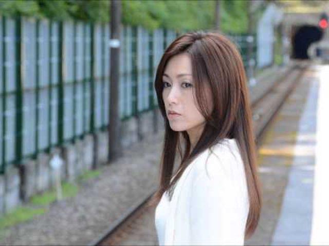 画像: 酒井法子の復帰作映画「空蝉の森」はお蔵入り? youtu.be