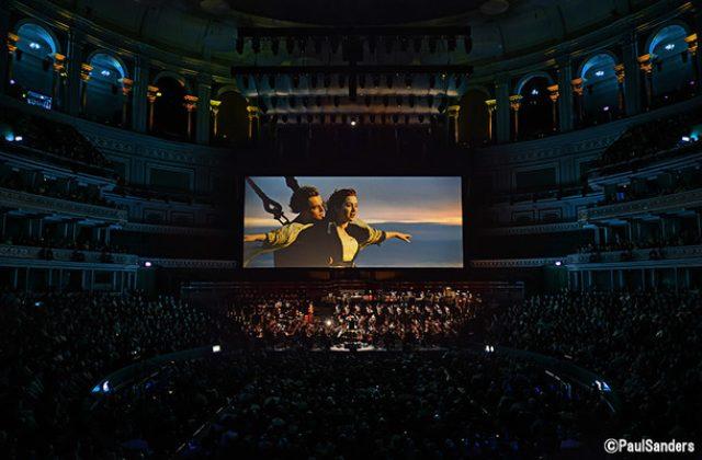 画像: 海外で行われた TITANIC LIVEの様子。 (c)PaulSanders natalie.mu