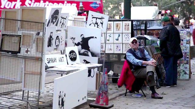 画像6: ※BANKSYとは・・ 正体不明のストリートアーティスト。世界各地でゲリラ的に作品を描くことで知られている。彼が壁や路上に「違法」に描いたグラフィティは世界的な注目を浴び、驚くほどの高値を呼んでいる。ブラッド・ピットやアンジェリーナ・ジョリー、キアヌ・リーブズ、ジュード・ロウ、クリスティーナ・アギレラなどのセレブにも彼のファンは多い。 自らの作品をMoMA、メトロポリタン美術館、大英博物館などに無断で展示したり、ヨルダン川西岸のパレスチナ自治区の分離壁に、イスラエル軍から威嚇砲弾されながら描いたり、仏カレーの難民キャンプにシリア移民の父を持つ故スティーブ・ジョブズを描くなど、つねに作品で問題提起をしており、議論を巻き起こしている。
