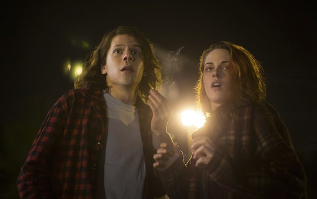 画像1: Alan Markfield/© 2015 American Ultra, LLC. All Rights Reserved.