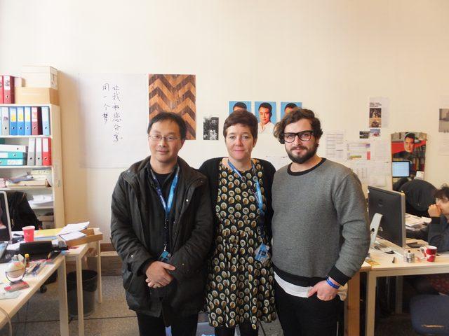 画像: 左から筆者、ディレクターのKate Reidyさん、子供向けプログラム担当のVictor Tetaさん