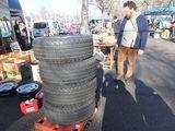 画像: タイヤまである。本当になんでも揃いそうだ。