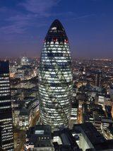 画像: フォスター+パートナーズ 《スイス・リ本社ビル(30 セント・メアリー・アックス)》 1997-2004年 ロンドン 撮影:Nigel Young, Foster + Partners