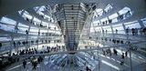 画像: フォスター + パートナーズ 《ドイツ連邦議会新議事堂、ライヒスターク》(ドーム内観) 1992-1999年 ベルリン、ドイツ 撮影:Rudi Meisel