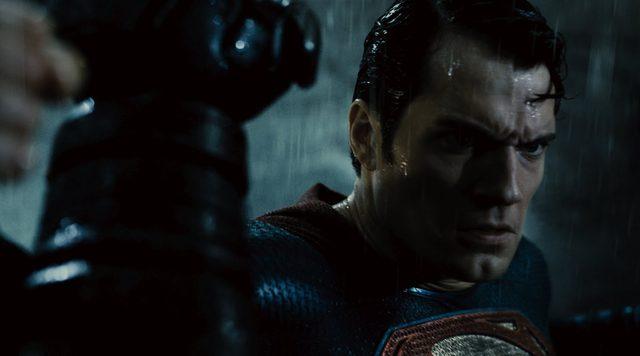 画像: Batman v Superman: Dawn of Justice - Official Final Trailer [HD] youtu.be