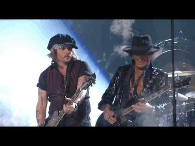 画像: Hollywood Vampires Pay Tribute to Lemmy Kilmister - Full Performance Grammy Awards 2016 youtu.be