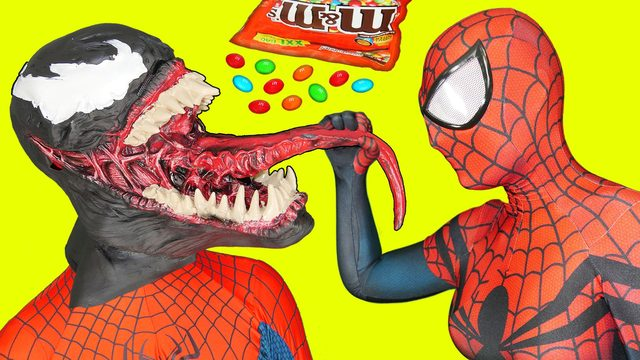 画像: Spiderman and Spidergirl in Real Life vs Venom Crazy Eating youtu.be