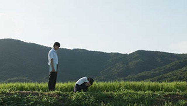 """画像: 「ぼくらのさいご」 夏期講習での登校日。悦子のクラスは""""宇宙人が呼べるかも""""という話題で盛り上がり、夜に集まることに。悦子の幼馴染みの雅人は一同にあきれつつも楽しみにする彼女と参加する。しかしある出来事により、2人の関係は変化する。 2015年/日本/33分/千葉県初上映 監督/脚本:石橋夕帆 出演:堀春菜、笠松将、斉藤結女、川瀬成美、志茂星哉、東龍之介、平野龍一、古島裕大、石本径代、中野健治、鈴木博之、小林伸行"""