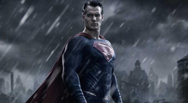 画像: 異星人が新聞記者クラーク・ケントになるまでを描いたといえる前作「マン・オブ・スティール」で熱演したヘンリー・カヴィルがスーパーマン役を続投 www.empireonline.com