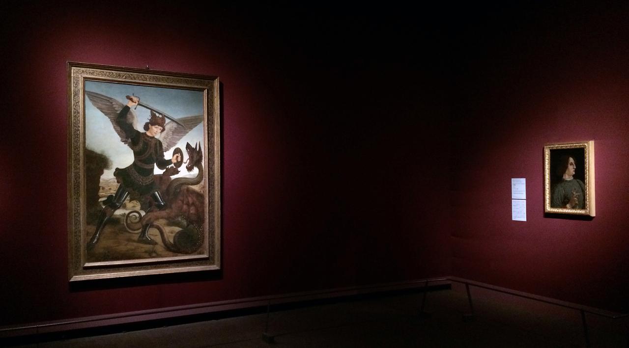 画像: 左:竜と戦う大天使ミカエル アントニオ・デル・ポッライオーロ(本名アントニオ・ディ・ヤコポ・ダントニオ・ベンチ) 1465年以前 油彩/カンヴァス ©フィレンツェ、ステーファノ・バルディーニ美術館 右:ガレアッツォ・マリア・スフォルツァの肖像 ピエロ・デル・ポッライオーロ(本名ピエロ・ディ・ヤコポ・ダントニオ・ベンチ) 1471年 テンペラ/板 ©フィレンツェ、ウフィツィ美術館