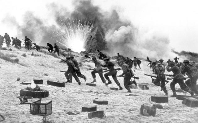画像: A still from the 1958 'Dunkirk' film www.telegraph.co.uk