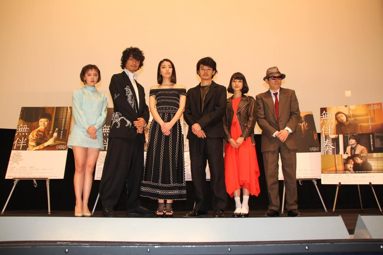 画像: 左から、遠藤新菜、斎藤工、成海璃子、池松壮亮、中野ミホ(Drop's)、矢崎仁司監督